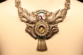 Los accesorios también eran parte esencial en el estilo de Kahlo.