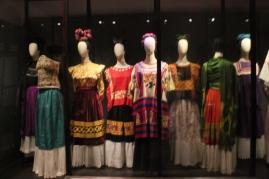 Colección de vestidos regionales mexicanos pertenecientes a la pintora.